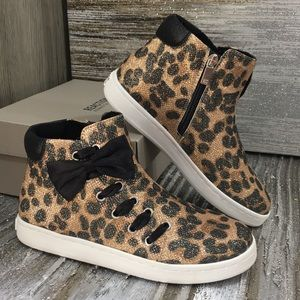 REACTION KENNETH COLE COSMIC BOW Leopard